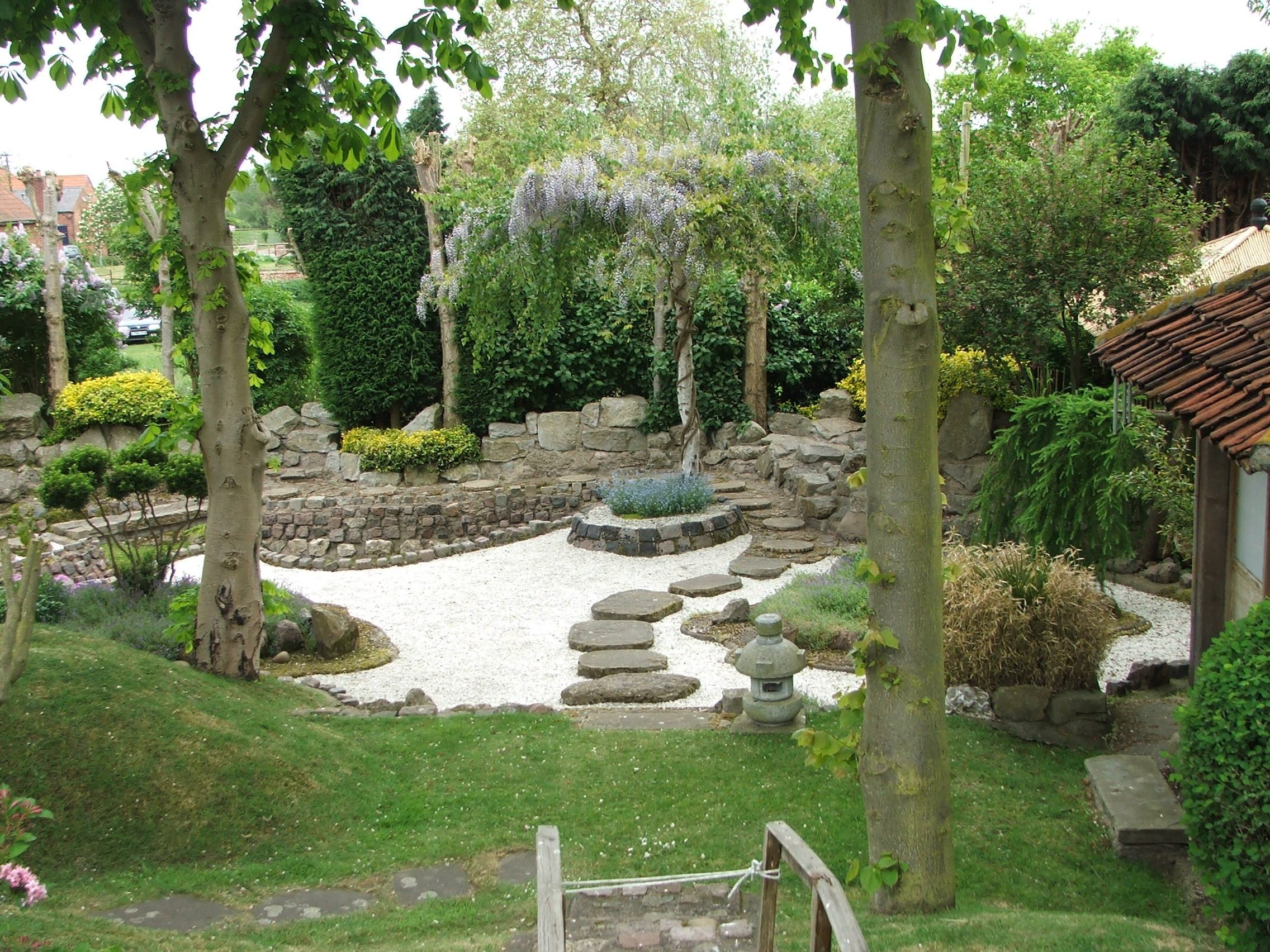 Japanese zen garden design photograph japanese gardens 1 for Japanese small garden design ideas