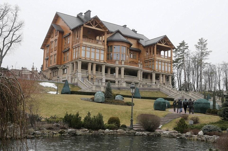 Gradina_Victor_Ianukovici